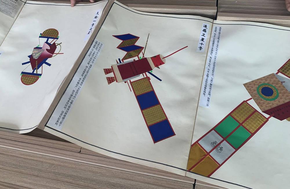 天津滨海:春阳社区举办了展开飞机模型机翼的