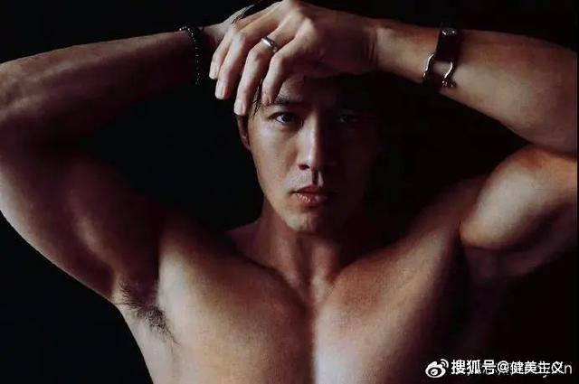比彭于晏还痴迷撸铁,一身古铜色肌肉,这样的男人你不爱?
