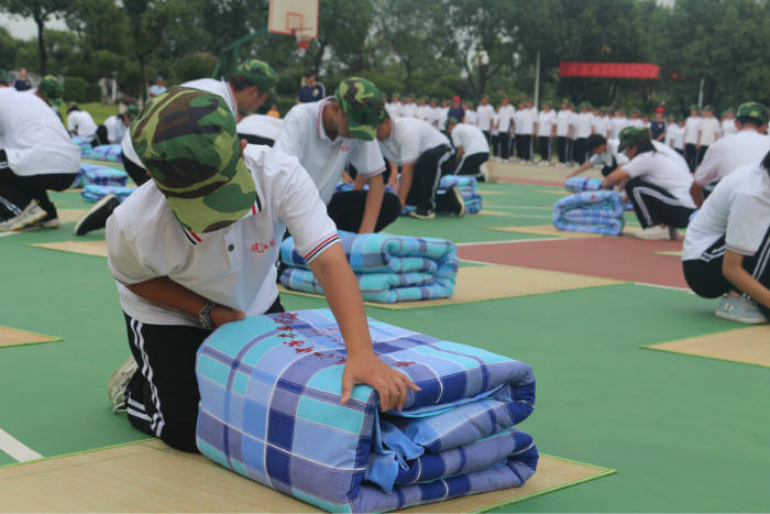 消息资讯|安庆皖江中等专业学校2020级新生军训汇报表演展成果
