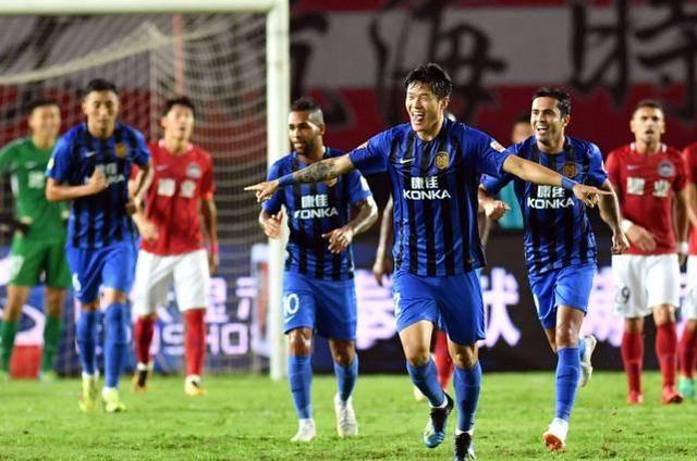 江苏苏宁因欠薪全队罢训,球迷们评论亮了!