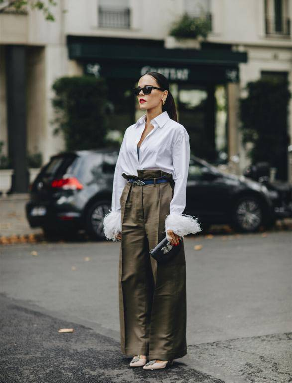 """原创             比小黑裤更显瘦,比阔腿裤更优雅,早秋的""""纸袋裤""""才最时髦!"""