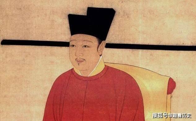 """面对强敌,皇帝想出一个""""妙招"""",打晕儿子给他穿上龙袍"""