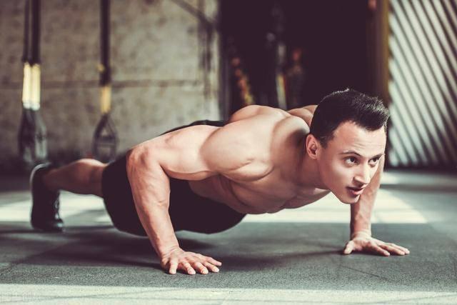 你一次性能完成多个俯卧撑?一组升级俯卧撑,完虐上半身肌群