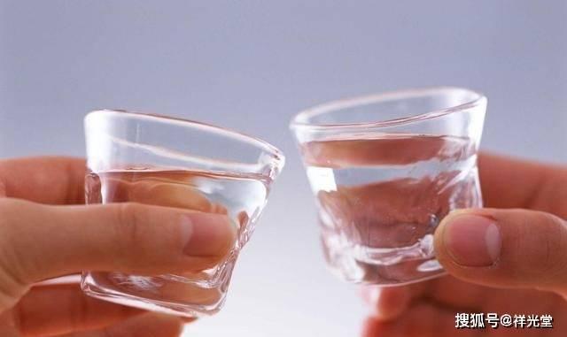 每天喝两到两杯,是健康还是有害?很多人都犯了错误。难怪肝病会持续存在。
