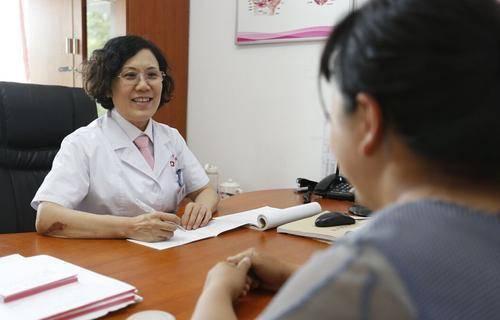 女性快要绝经时,身体会发出这5个信号,提前发现还能延缓绝经