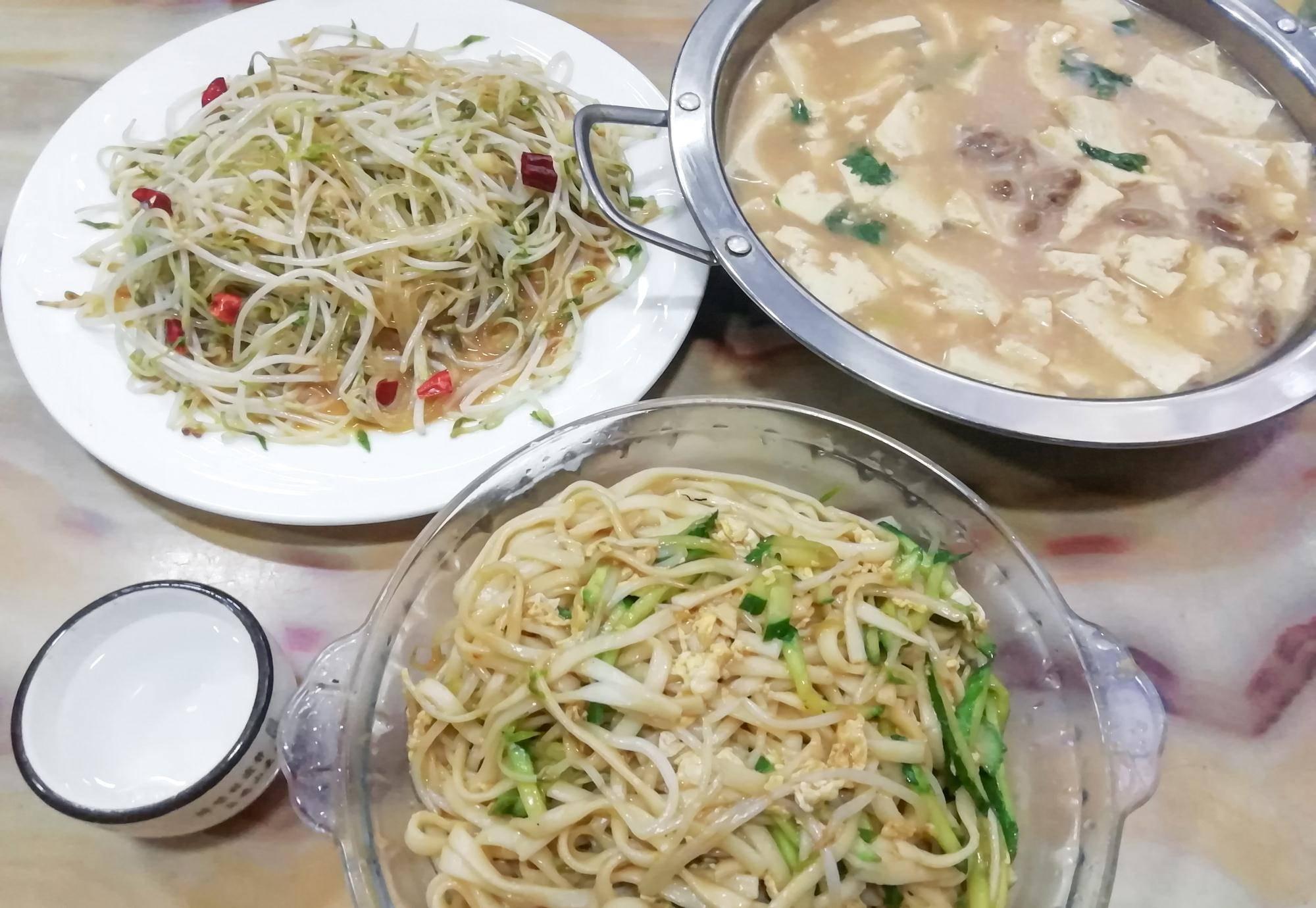 2020年14点阿尔山前往内蒙古霍林郭勒继续进餐。