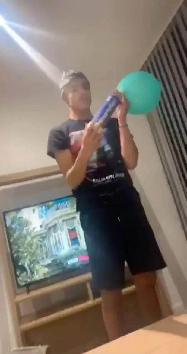 曼联青木球王吸食笑气视频曝光 本人已公开道歉_足球新闻