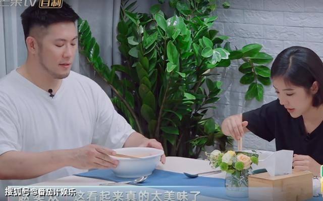 相比程潇,赵奕欢的家大又干净,在家跳钢管舞和男友同居地位高