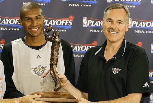 原创             再见!巴博萨正式退役 加盟勇士教练组 15年NBA生涯赚得4738万