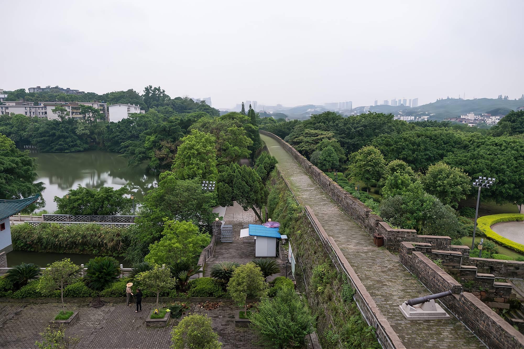 原创             中国现存唯一的宋代古城墙,全长3600多米,与西安古城墙齐名
