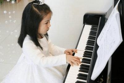奥德里奇钢琴?分享-可以通过视频学习钢琴吗?