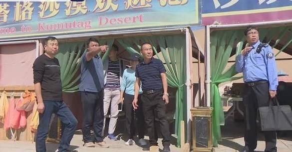 敦煌陷阱公厕涉事嫌疑人已被抓获 专坑游客公厕一旁有人收费拖车