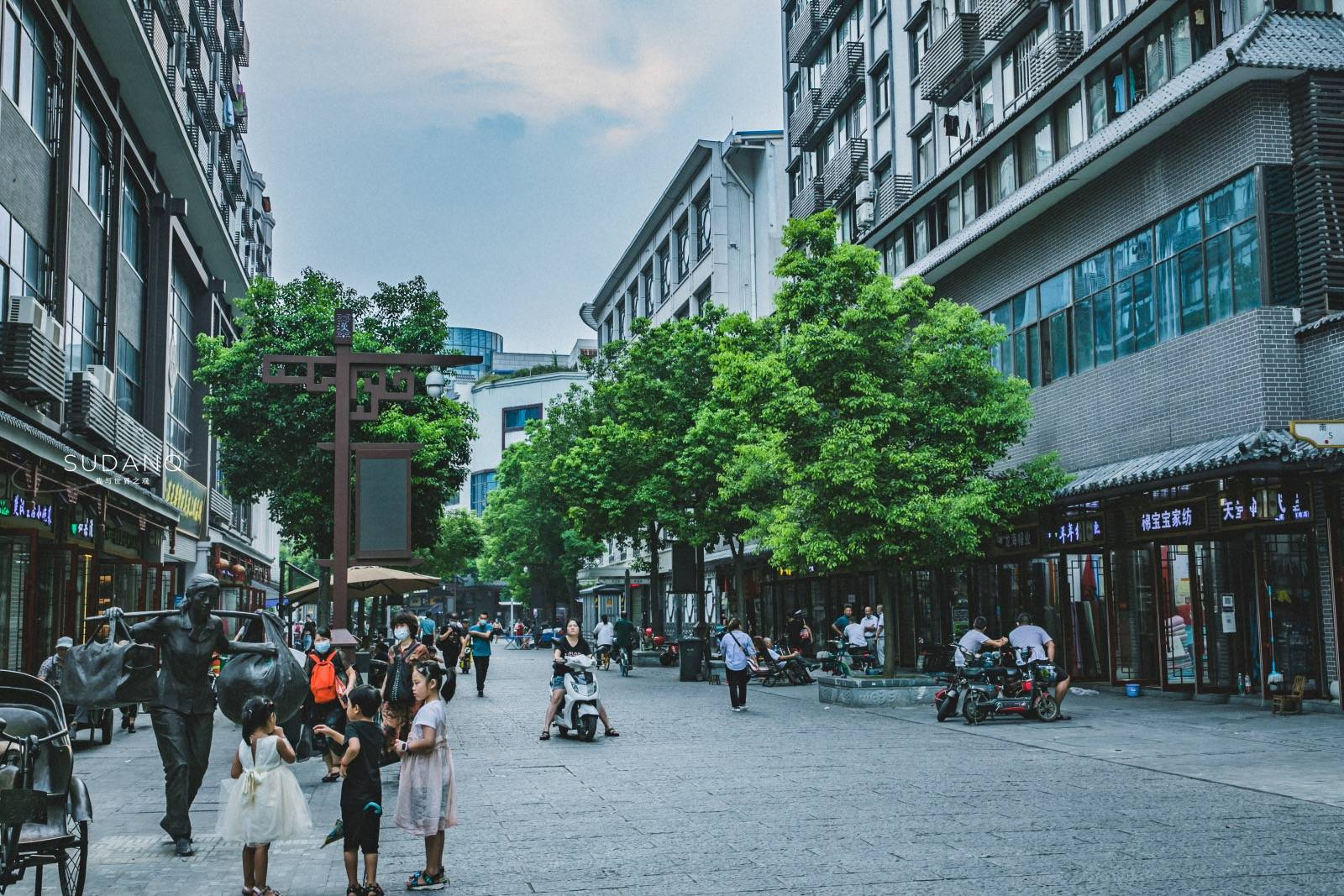 """原创             汉正街没落了吗?武汉这条500年老街,曾被誉为""""天下第一街"""""""
