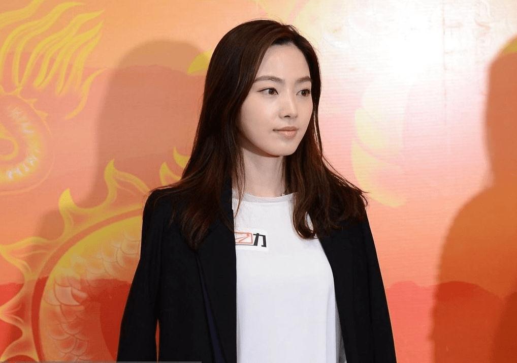 韩国最美台球女神,身材颜值堪称完美,嫁大14岁初恋