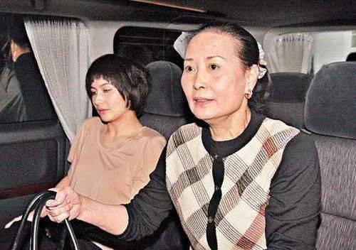 霍启刚千字长文惦记奶奶,吕燕妮终身低调哑忍,却成为了权门大赢家(图13)