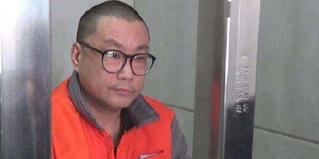 51岁尹相杰卖唱吃老本求生,曾两次吸毒被捕毁事业,被小20岁女友抛弃至今单身