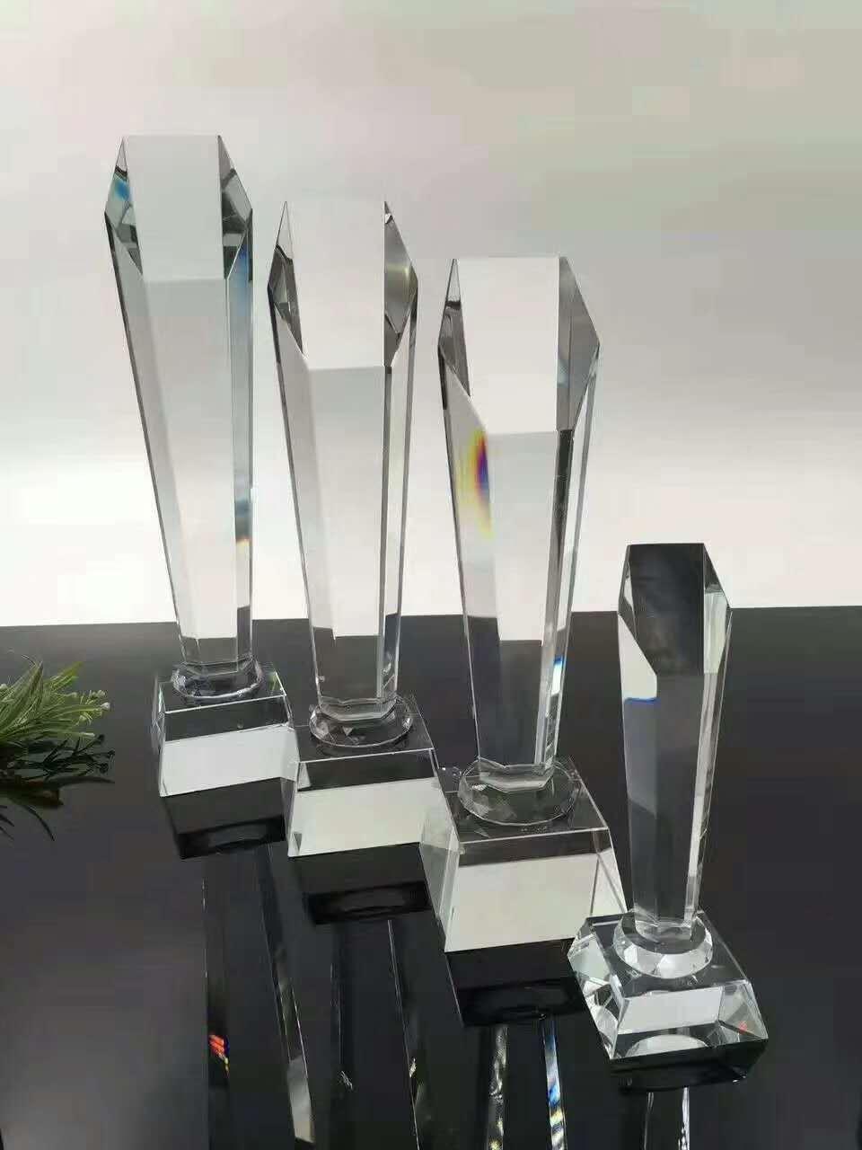 科候奖杯定制:科候奖杯定制带你详细了解什么是水晶工艺品