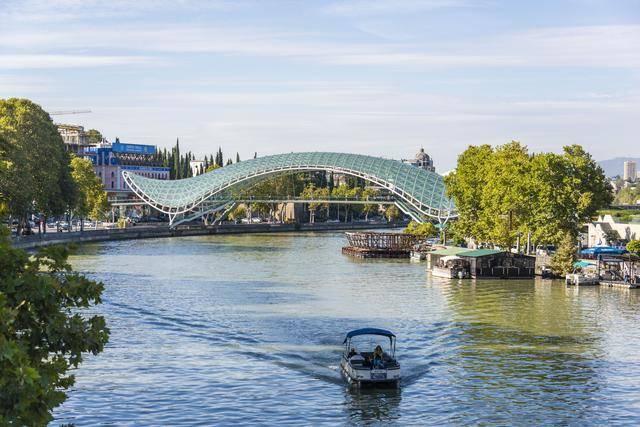 充满浓郁欧式风情的亚洲城市,被库拉河一分为二的首都