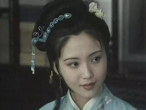 为爱守寡13年,从江南第一佳丽到母亲业余户,她的美从不败光阴(图9)