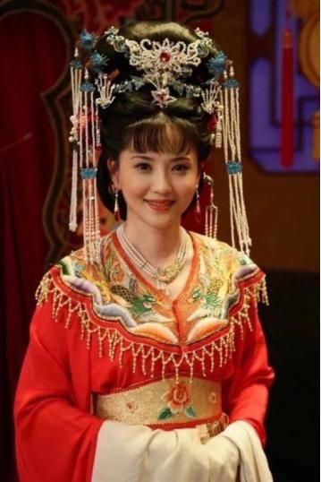 为爱守寡13年,从江南第一佳丽到母亲业余户,她的美从不败光阴(图15)