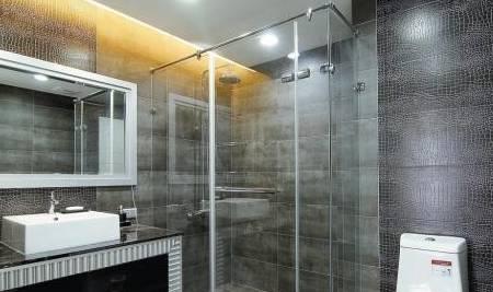 淋浴房要注重细节 看好这个 实用又安静!
