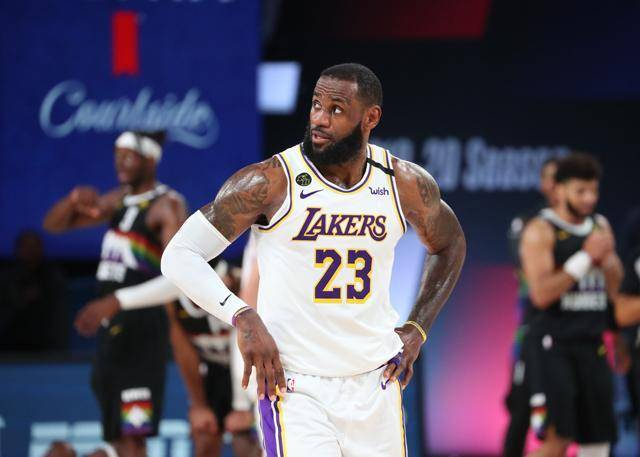 【影片】湖人輸球最大原因!三塔僅得4籃板,賽後詹姆斯怒撞籃架Davis一臉失落!-黑特籃球-NBA新聞影音圖片分享社區