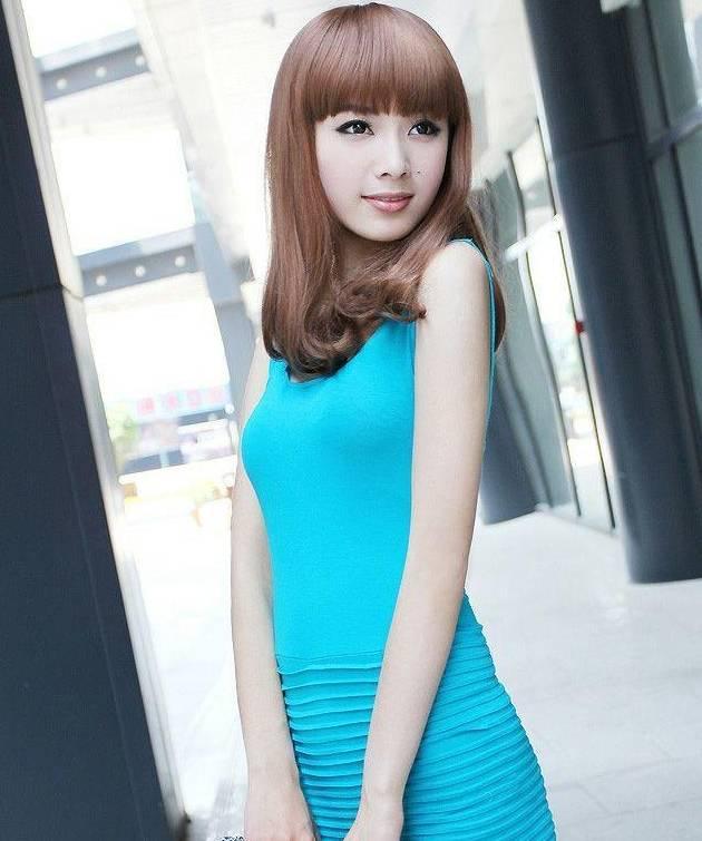 时尚紧身裙低调中散发着活力气质,美出新高度
