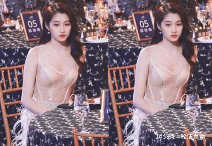 22岁关晓彤有多大胆?看她的镂空上衣照,网友:这不是你该穿的
