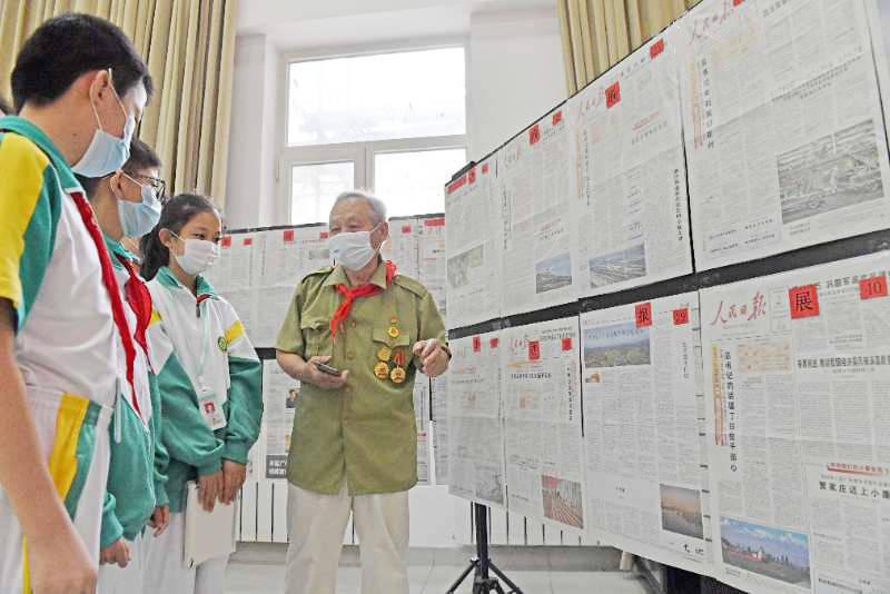 """天津滨海:新区""""剪报达人""""办展览激励青少年奋发图强"""
