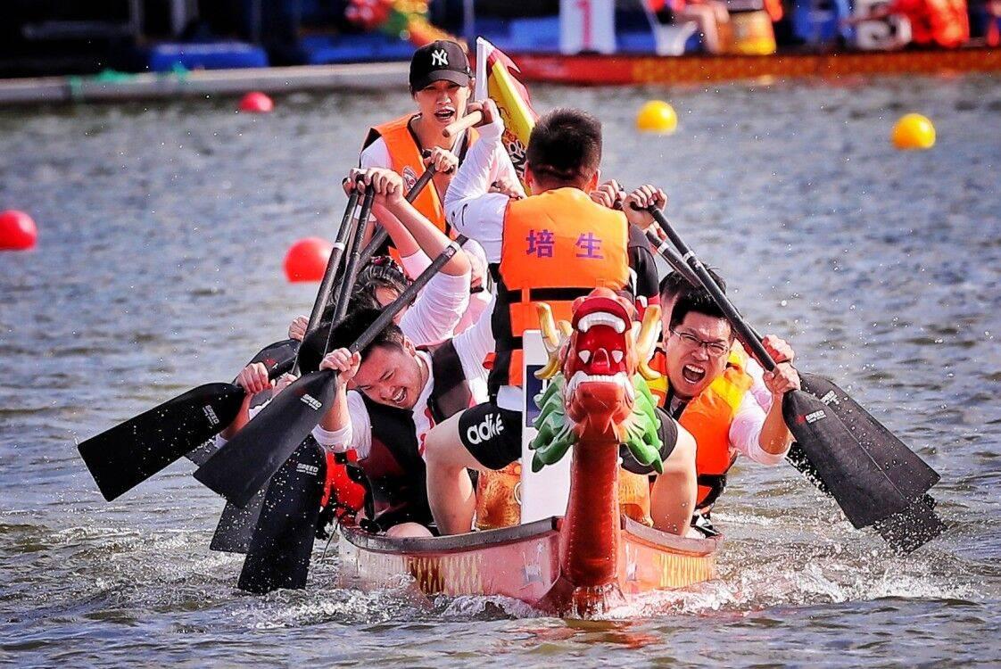 上海第十七届苏州河城市龙舟赛落幕 抗疫明星组队成最大亮点
