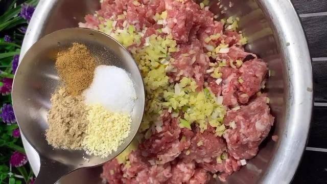 红烧狮子头的做法,香味扑鼻汁浓味美,中秋家宴的压轴大菜