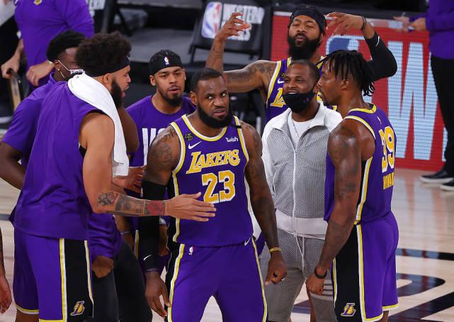 洛杉矶湖人队以117-107打败丹佛掘金队