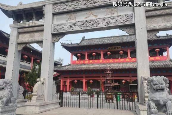原创             河南一神秘小庙火了,至今已有上百年历史,面积不大却超有人气!