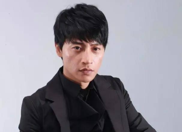 <strong>49岁的陈志朋在最近的照片中被曝光 他清</strong>