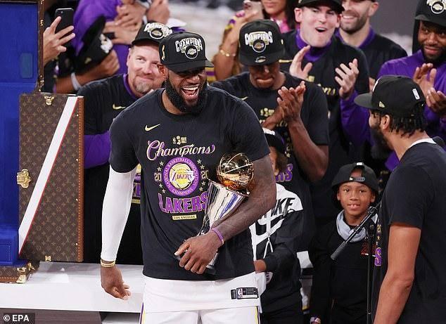 沃格尔力挺詹姆斯:他超越乔丹NBA最巨大,库兹玛:不仅是篮球