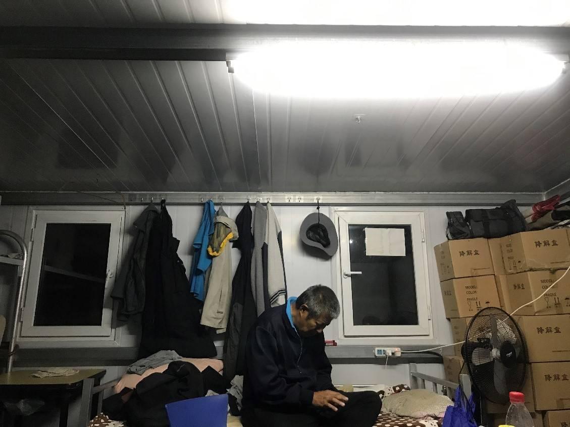 恒达官网海葬摆渡人,被海景房开发商举报,在家属倒骨灰的桌上吃饭(图11)
