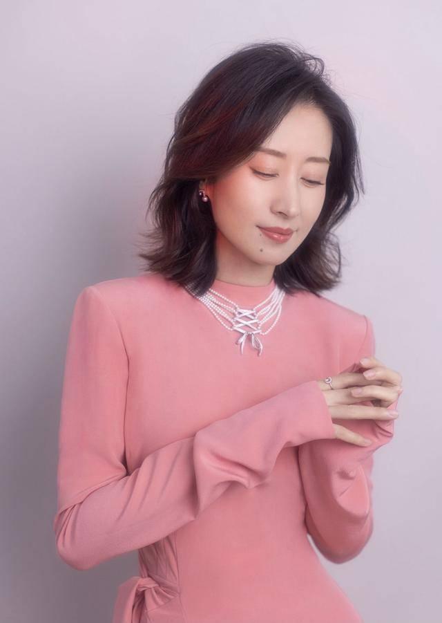 中年女演员无戏可拍?44岁的刘敏涛五部作品同时播出,风格多变