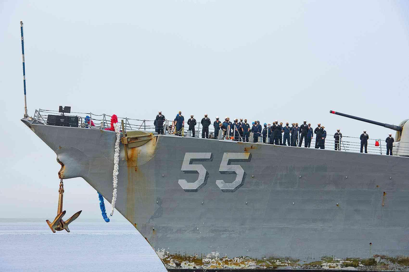 原创   美海军驱逐舰创下纪录,航行215天不靠岸,相控阵雷达锈迹斑斑    第3张