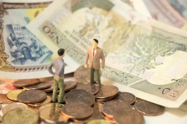 尚智逢源:机构挥舞牌照红利 有公募不向个人投资者公开销售