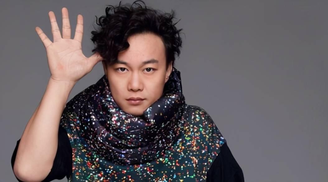 陈奕迅称很久没收入,但老婆不工作却爱花钱,代表作是《鹿鼎记》