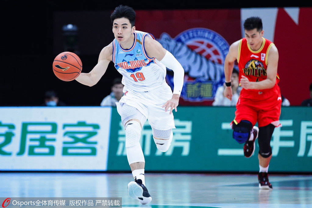 新疆男篮送走了老牌勋绩后卫西热力江,签下了前深圳男篮后卫于德豪