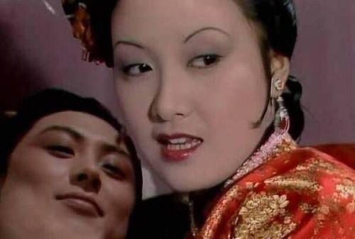 贾琏的秘密,被尤二姐泄露给王熙凤,她也彻底失去了贾琏的宠爱
