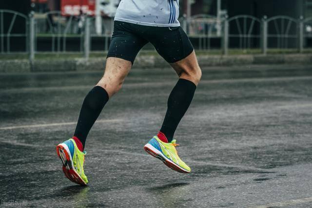 跑步属于有氧还是无氧运动?坚持跑步,你会收获什么好处?