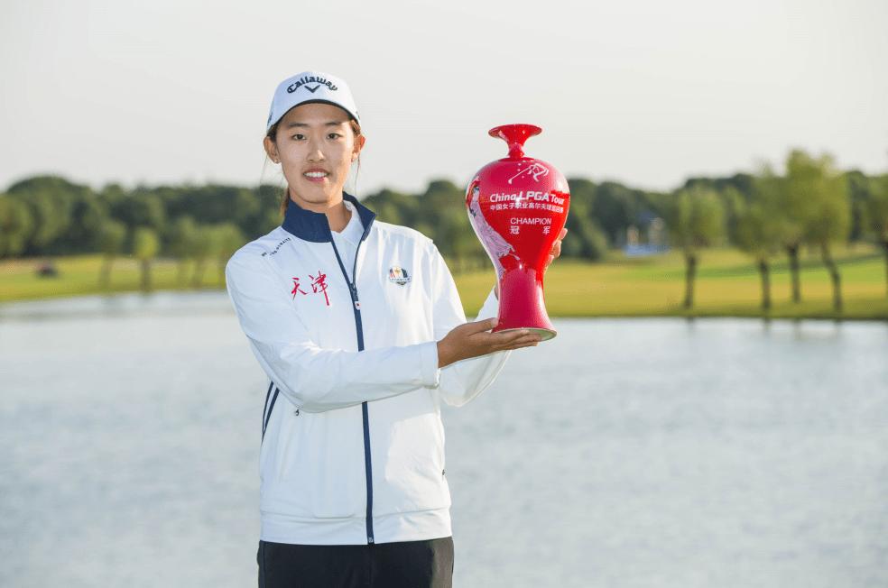 15岁少女殷小雯捧杯张家港 创女子中巡最小年龄夺冠纪录