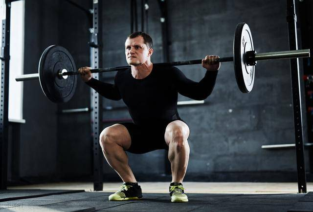 健身的人进行全身训练,对比分化训练有什么优势?
