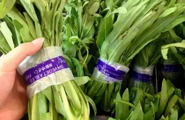 用胶带捆绑的蔬菜,甲醛超标会致癌?辟谣:要远离的是这2种蔬菜