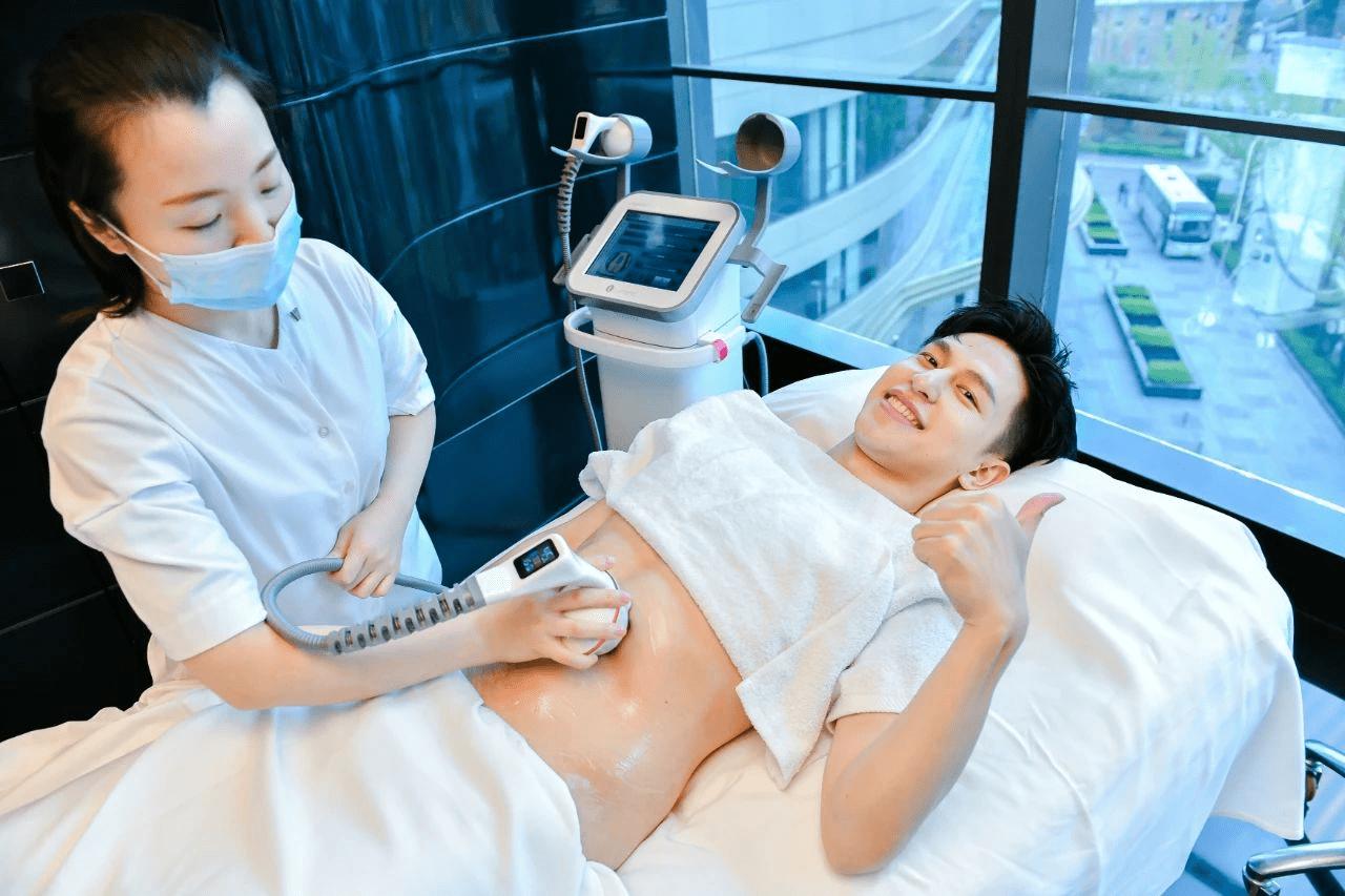 王一博去过的上海外滩W酒店引进科医人传奇美肌啦~你还在等什么?