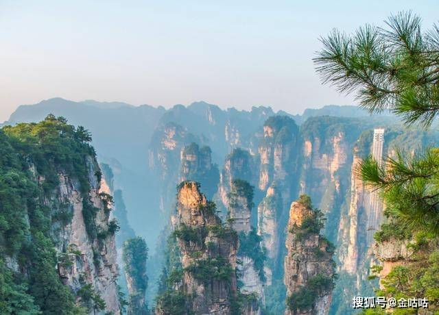 张家界的峭壁悬崖上,藏有一块空中田园,现成知名旅游景点