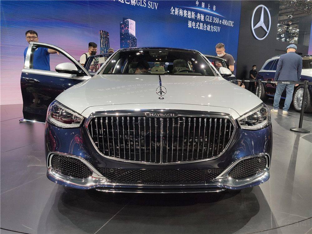 2020年广州车展:全新梅赛德斯·奔驰迈巴赫S级的真实照片ywg