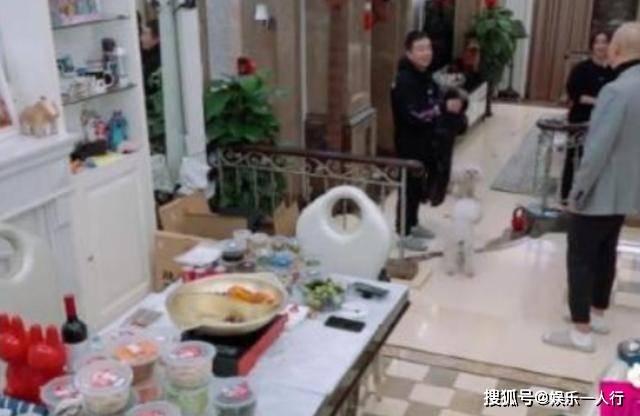 带你看看袁姗姗的豪宅,满屋各种杂物乱放,住再好的房子也浪费了